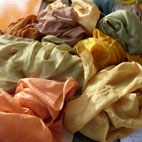 foulard di seta tintura naturale con erbe mediterranee